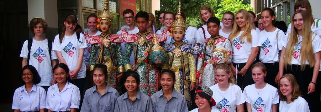 Wide wide 352 thailand 2004 stud arrivalorientationgrouptraditionalclothing